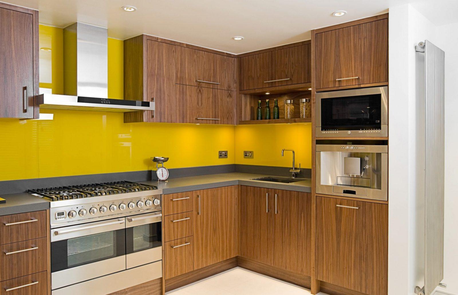 Glass splashbacks in kitchens - Practical
