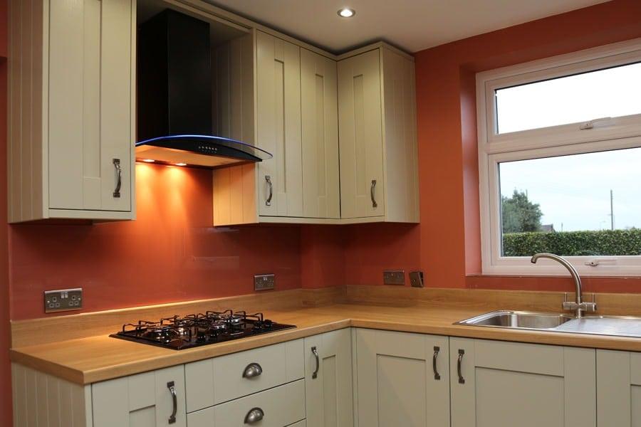 Kitchens with glass splashbacks weifeng furniture for Kitchen bridging units 600mm