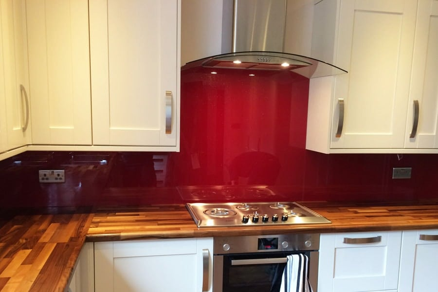 Currant Red with Sparkle Glass Splashback & Window Sill