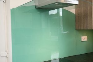 behind the hob glass splashback coloured in farrowball arsenic