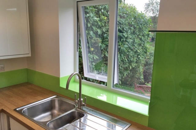 dulux-kiwi-burst-3-glass-upstands
