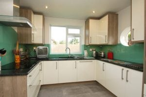 kitchen glass splashback coloured in arsenic