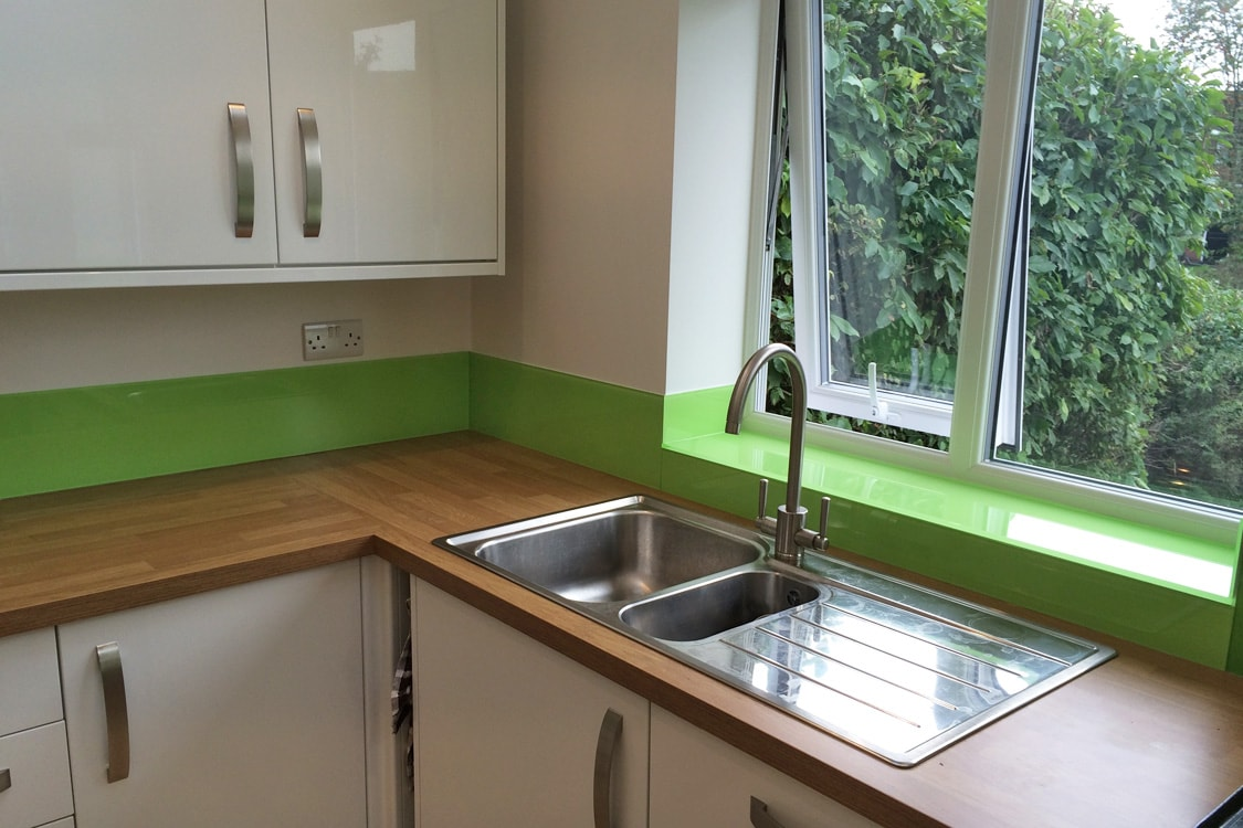kiwi-burst-glass-splashback-in-kitchen