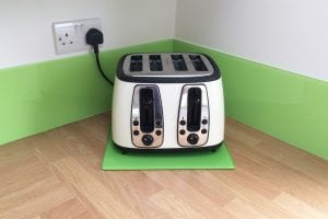 kiwi-burst-glass-upstands-and-toaster-plate