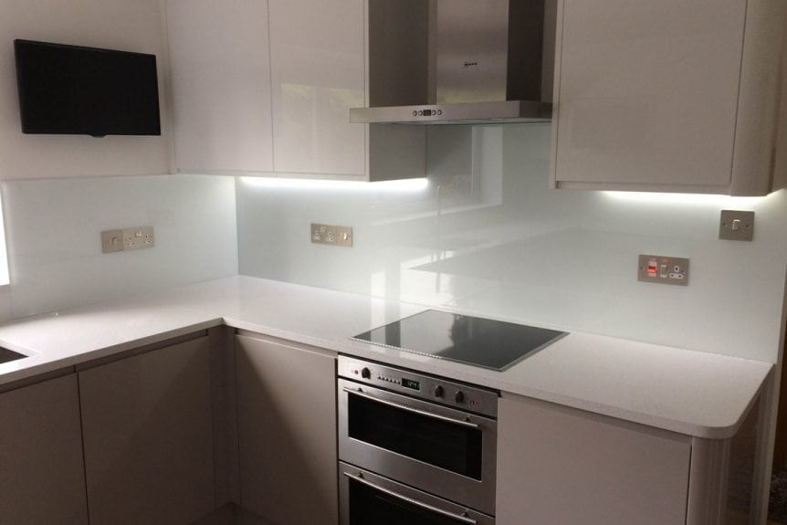 arctic-white-glass-splashback
