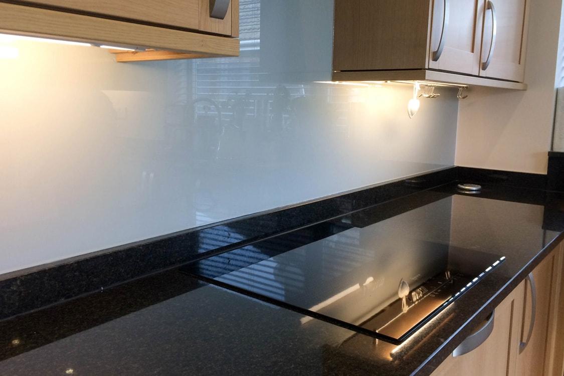 farrow-and-ball-pavillion-gray-splashback-under-cupboards