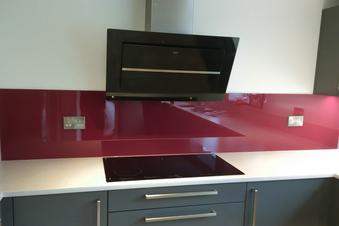 glass-kitchen-splashback-coloured-in-farrow-and-ball-radicchio