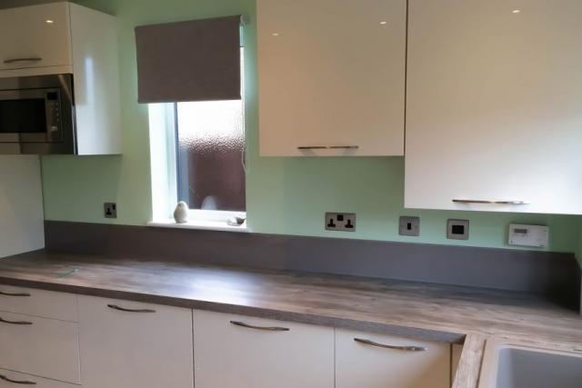 glass-kitchen-upstands-in-charleston-gray