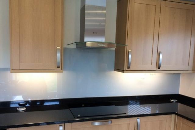 kitchen-farrow-and-ball-pavillion-gray-splashback