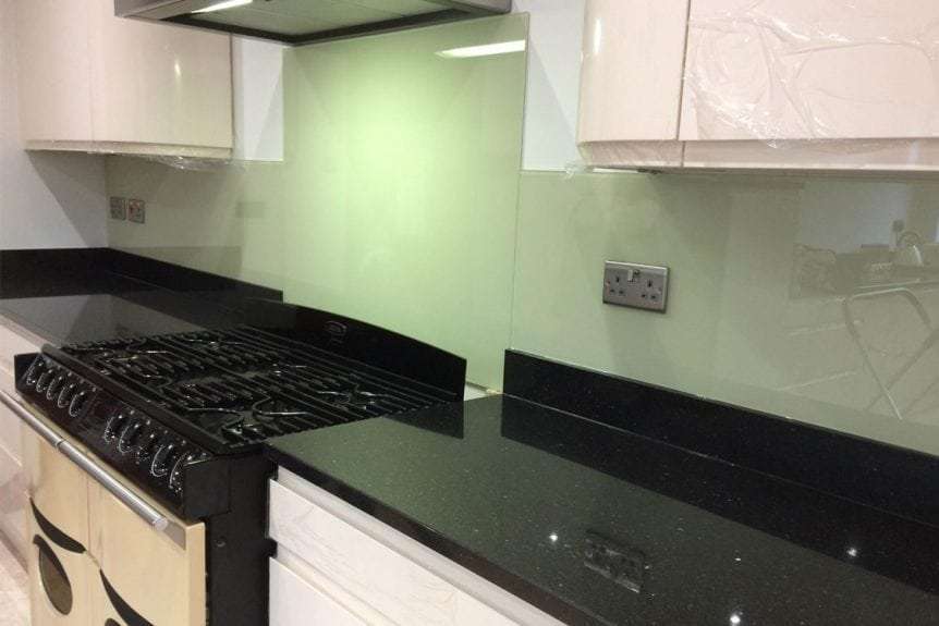 kitchen-glass-splashback-coloured-in-farrow-and-ball-green-ground