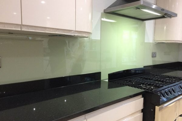 kitchen splashback behind hob coloured in farrow and ball green ground