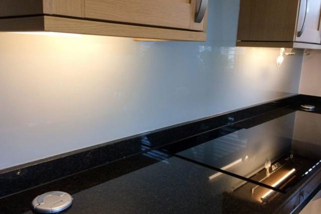wide-angle-shot-kitchen-glass-splashback-in-farrow-and-ball-pavillion-gray