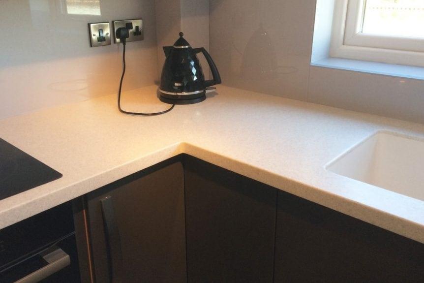 corner glass splashback fitted behing kettle