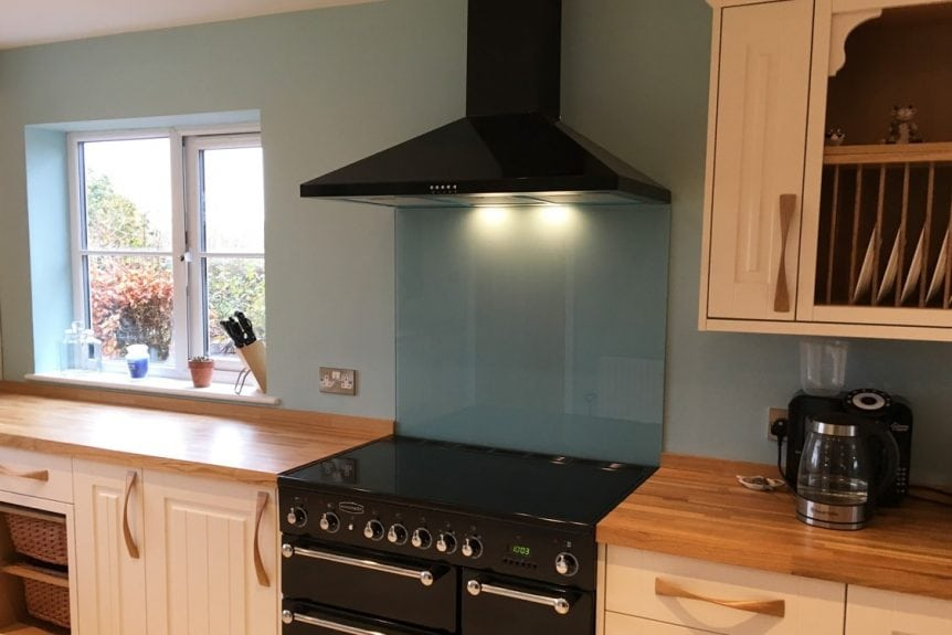 farmhouse kitchen glass splashback coloured in farrow and ball blue ground