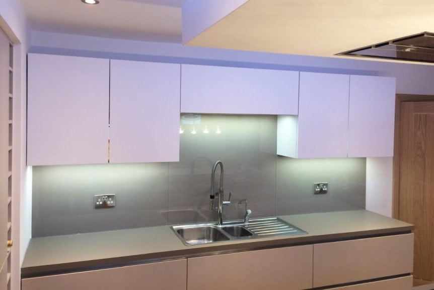 glass splashback coloured in charleston gray from farrow and ball