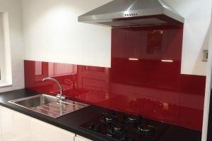 glass splashback coloured in wine red