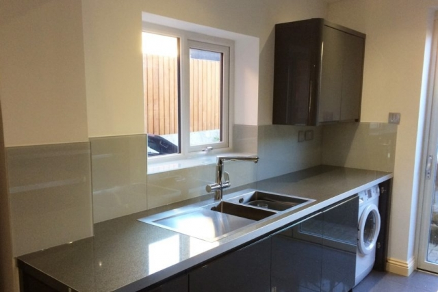 glass splashback fitted behind sink unit