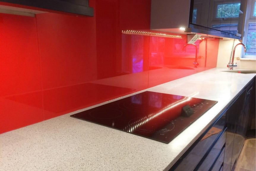 kitchen glass splashback coloured in candy red