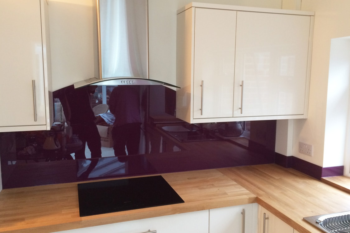 Purple Violet Glass Splashback With Curved Cooker Hood