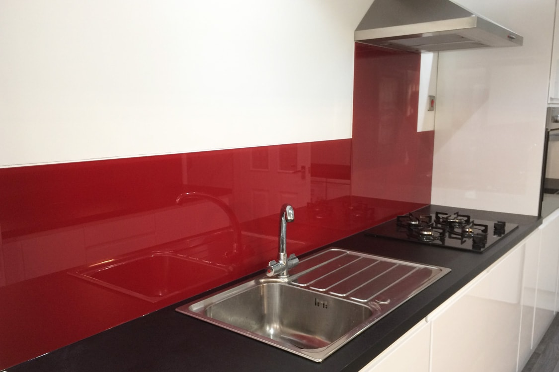 top hat glass splashback finished in wine red