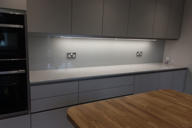 glass splashback coloured in farrow and ball ammonite