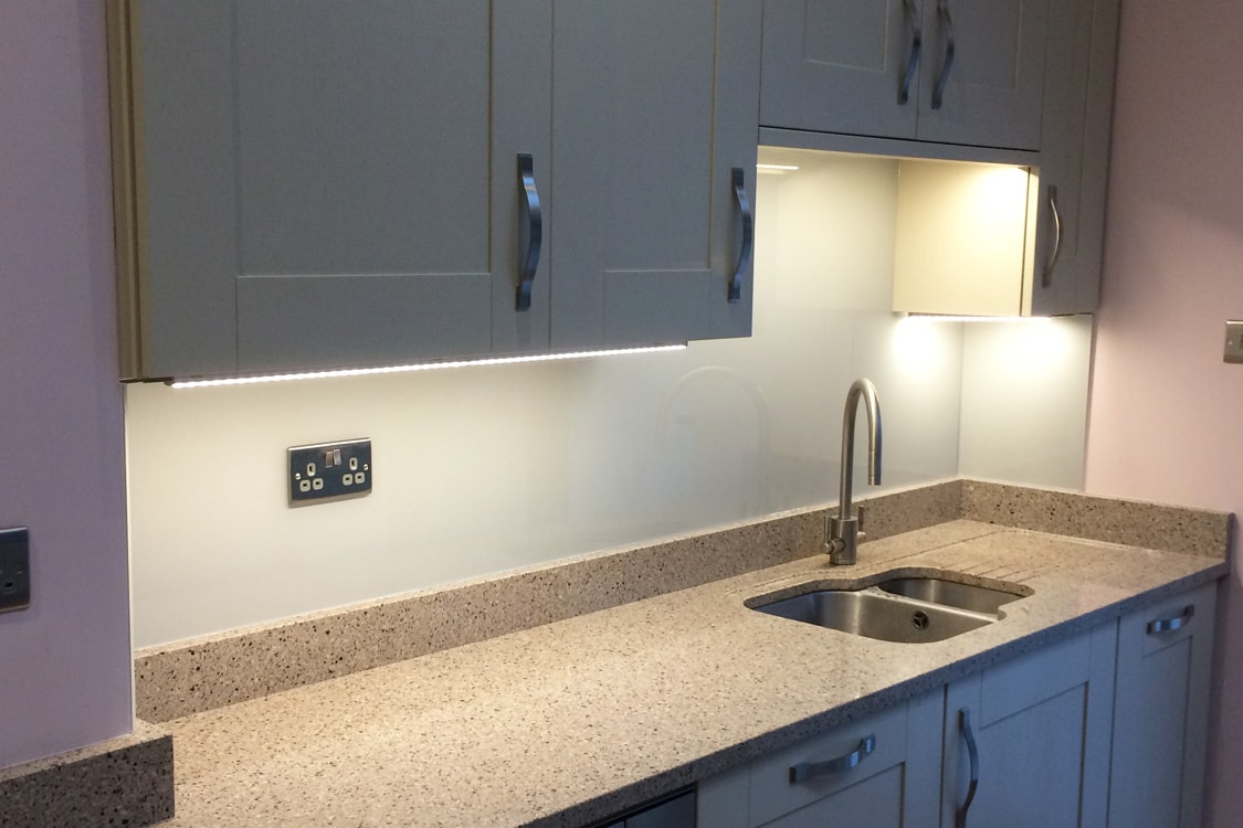 Top Hat Glass Splashback Coloured in Farrow and Ball Pavilion Grey