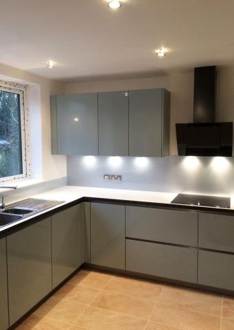 Cloud Coloured Glass Splashback in Modern Kitchen