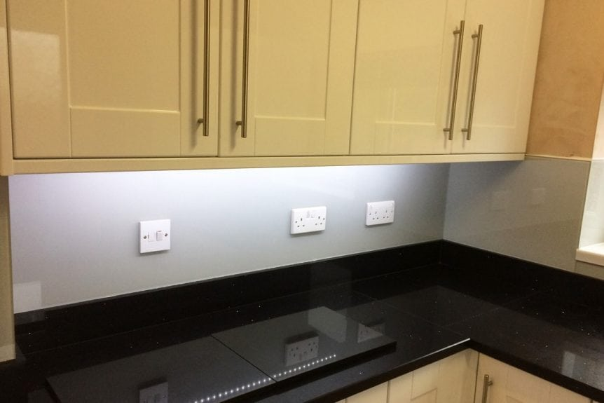Glass Splashback Coloured in Pavilion Gray