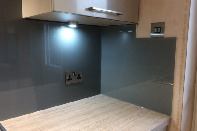 Glass Splashback Corner Section in F&B Plummet