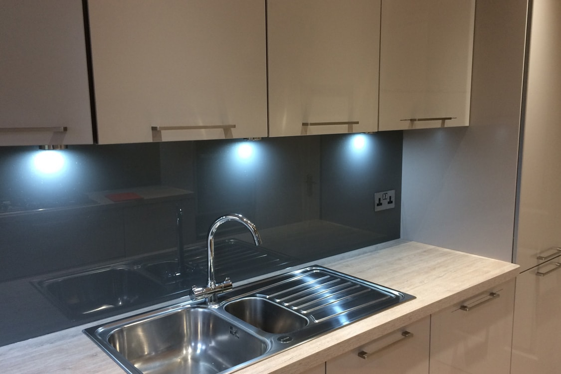 Kitchen Glass Splashback in Plummet