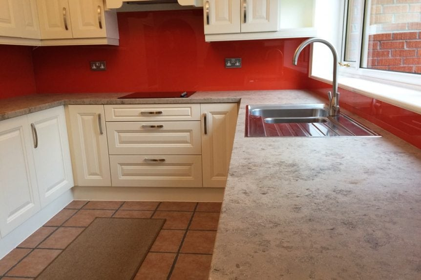 Low Angle Painted Glass Splashback in Charlottes Locks