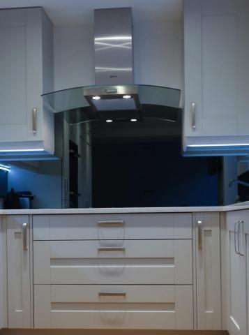 Mirrored Glass Splashback Behind the Kitchen Hob