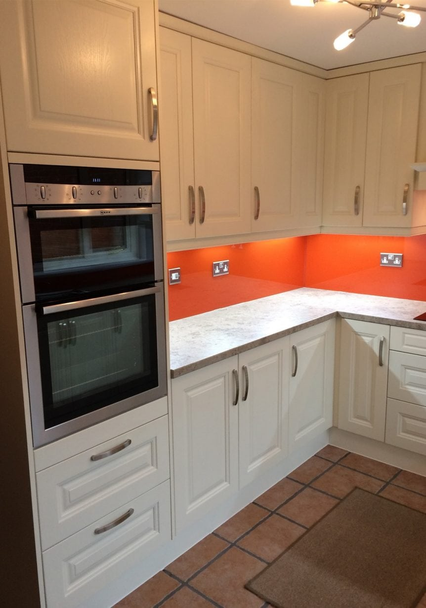Painted Glass Splashback Coloured in Farrow and Ball Charlottes Locks
