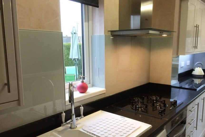 Pavilion Gray Glass Splashback Behind Kitchen Hob