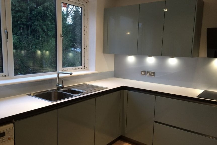 Stunning Glass Splashback Under Kitchen Cupboards