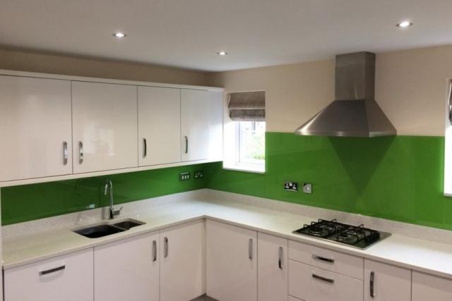Full Application Kitchen Glass Splashback in Dulux Kiwi Burst