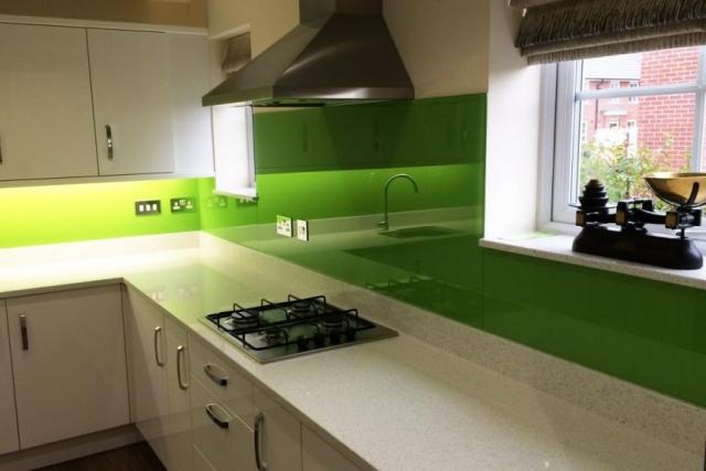 Glass Splashback Under Cooker Hood Colored in Dulux Kiwi Burst 1