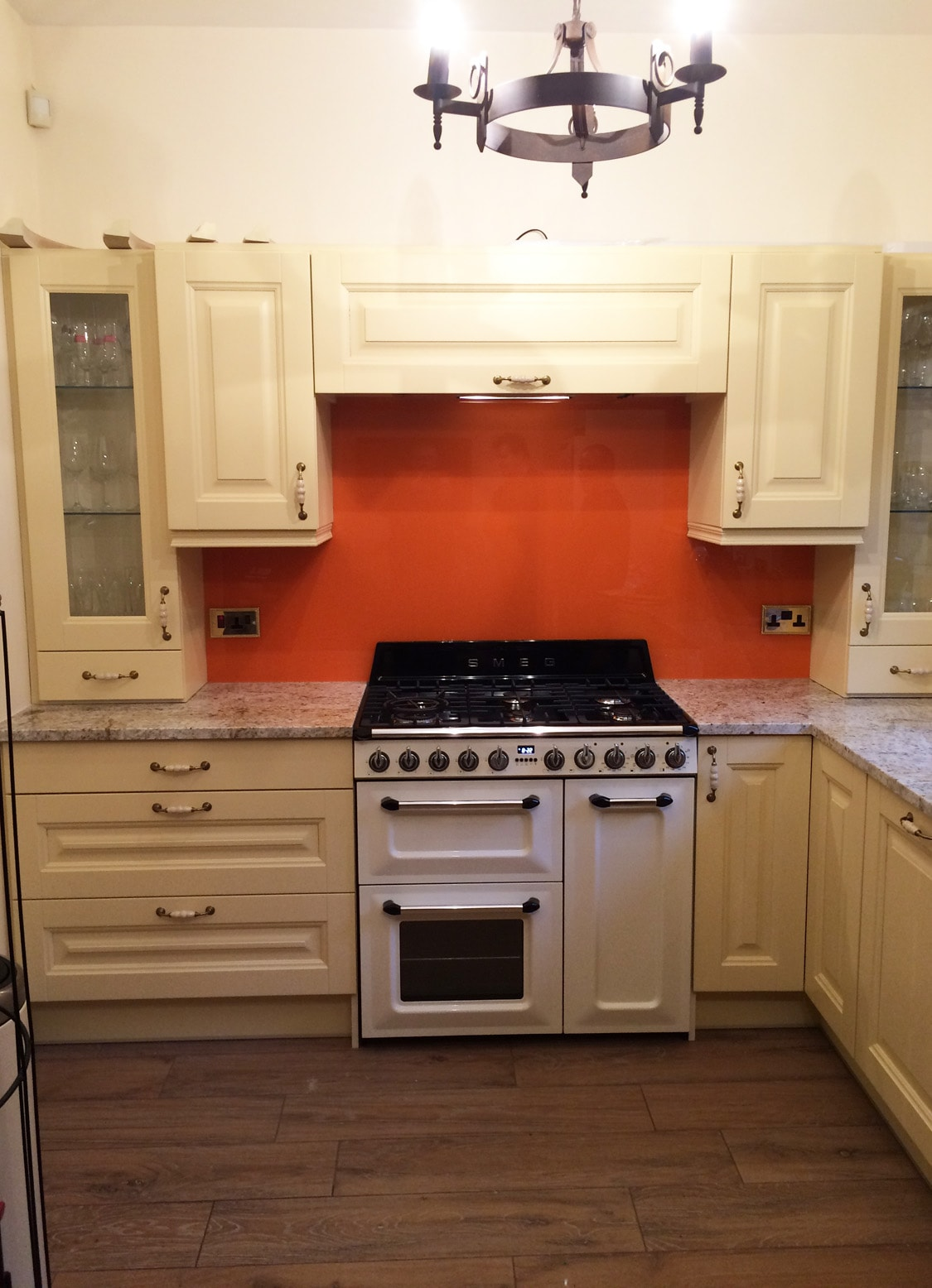 Top Hat Glass Splashback Behind Smeg Cooker Coloured in Valspar Outre Orange
