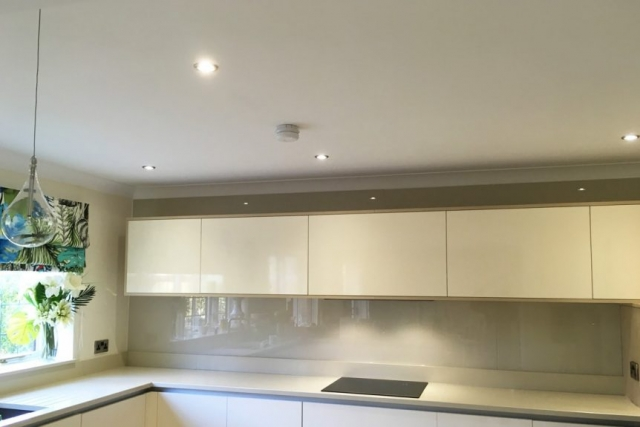 Kitchen Glass Splashback Coloured in Joas White from Farrow and Ball