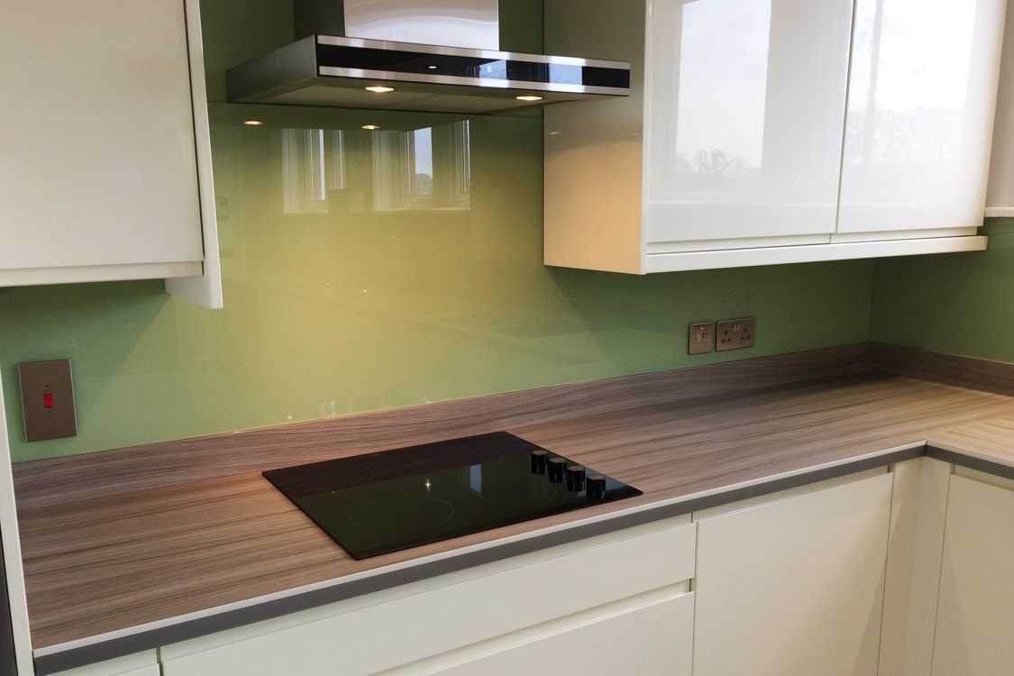 Top Hat Glass Splashback Coloured in Dulux Putting Green