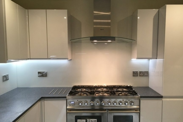 Glass Splashback in Farrow and Ball Wimbourne White