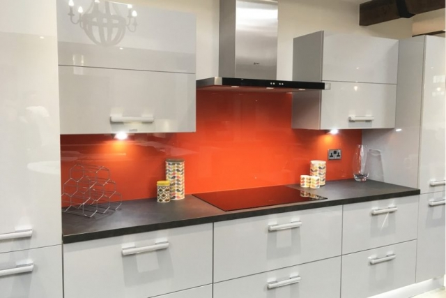 Kitchen Glass Splashback Coloured in Farrow and Ball Charlottes Locks