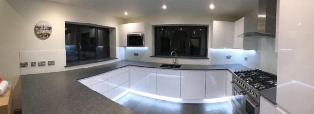 Stunning Full Kitchen Glass Splashback Application