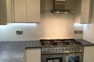 Top Hat Glass Splashback Coloured in Wimborne White from Farrow and Ball