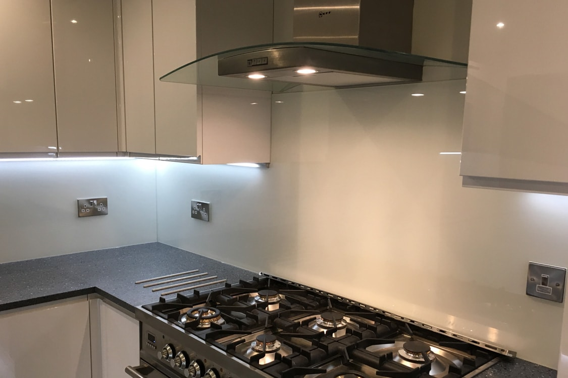 Wimborne White Glass Splashback Fitted in Holmes Chapel