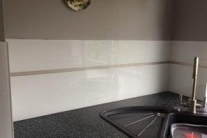 Close Up Kitchen Glass Splashback in Polar White with LED Strip