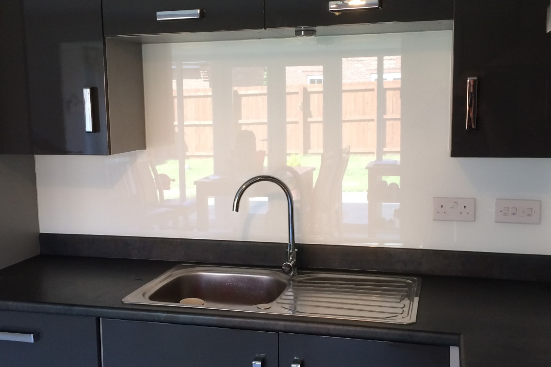Arctic White with Sparkle Kitchen Glass Splashback