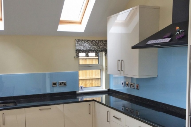 Kitchen Glass Splashback Coloured in Smeg Blue