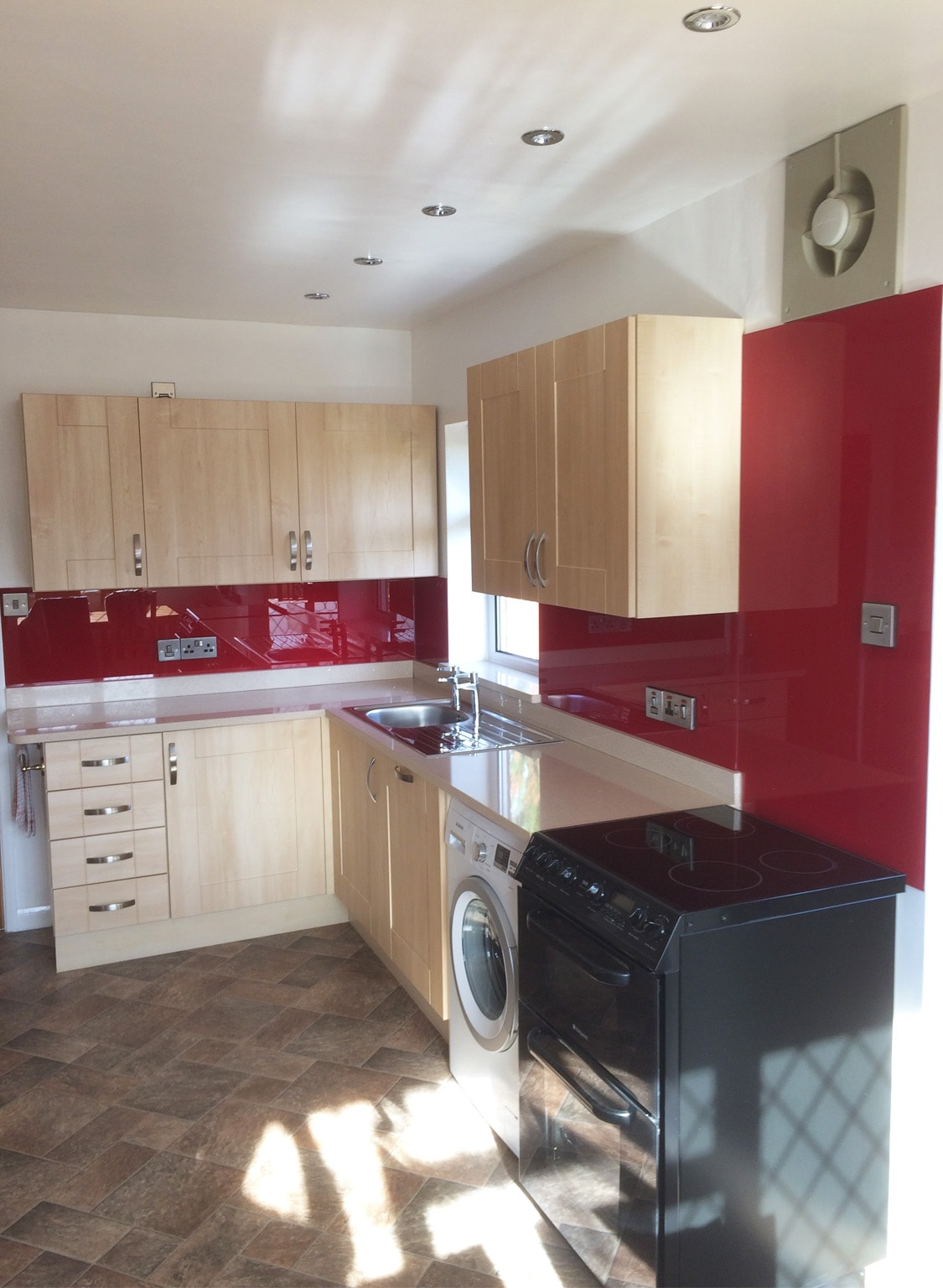 Kitchen glass splashback fitted ib marble wortop in for Red fitted kitchen