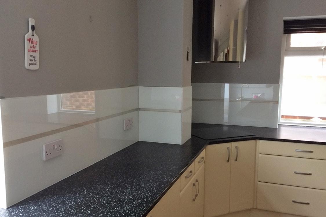Modern Kitchen Glass Splashback with LED Lights